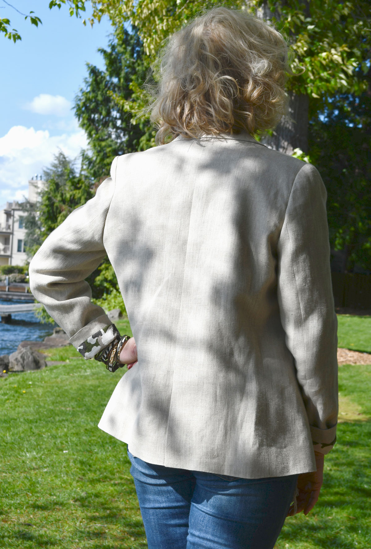 Linen Jasika Blazer back view with back vent.