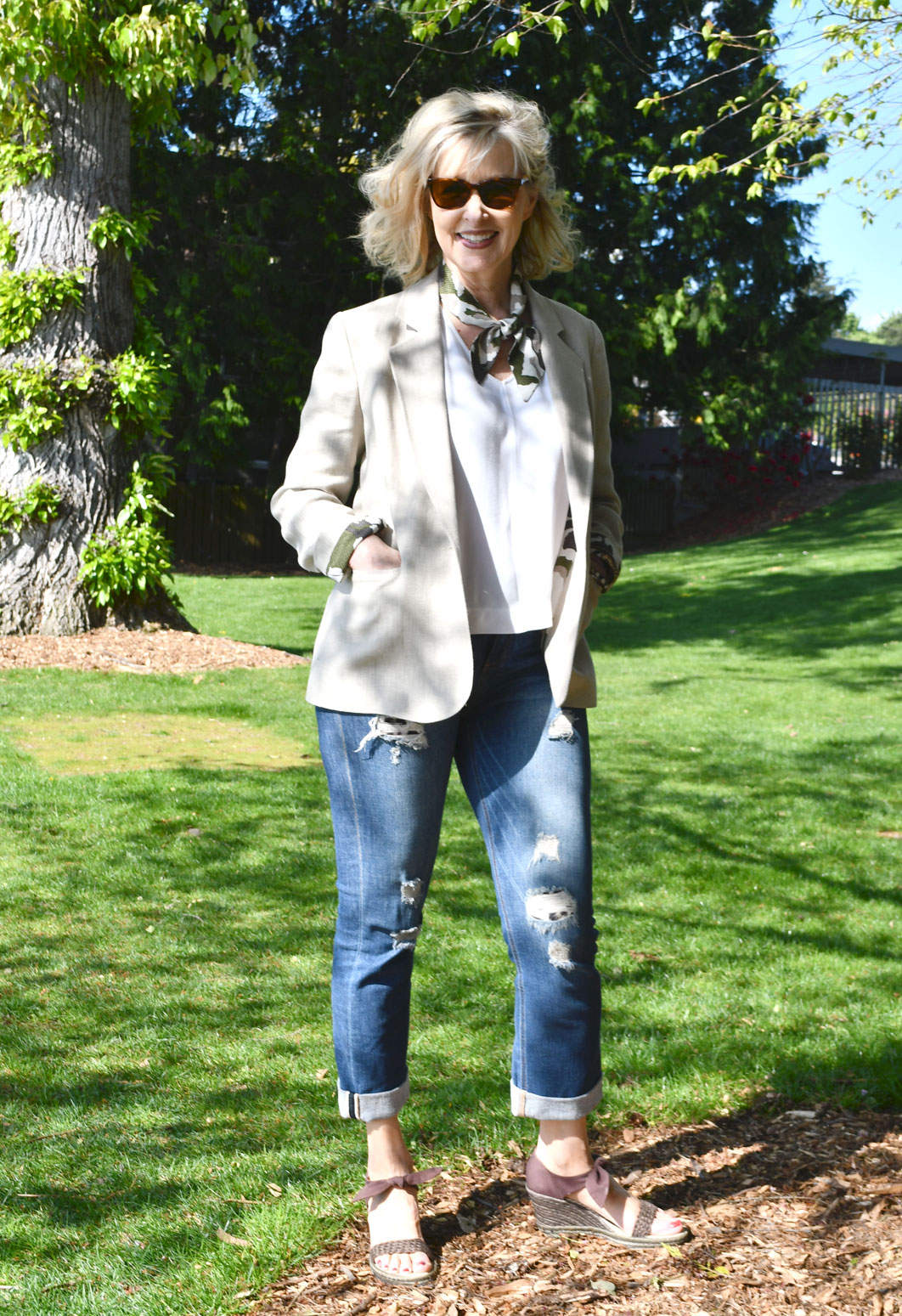 Linen Jasika Blazer paired with jeans and white linen tank—complete outfit.